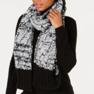 DKNY Women chunky knit scarf black white